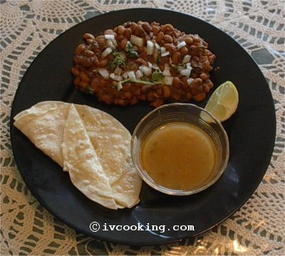 black_eyed_peas_curry_with_chapati.jpg
